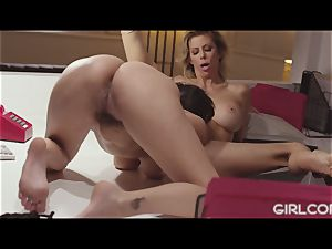 GIRLCORE boss cougar Alexis Fawx munches Out April O'Neil