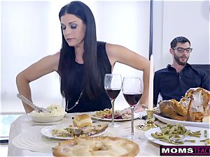 mommy drills sonnie And licks internal cumshot For Thanksgiving treat