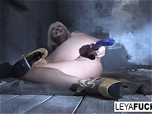 Leya Falcon plunges bang-out fucktoys in both her slots