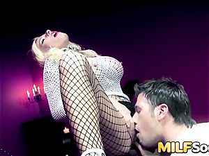 milf Michelle Thorne gets assfuck drilling