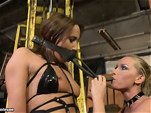 Andy dark-skinned and Kathia Nobili tie and adorning of mouth