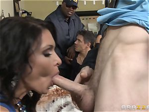 Criminals wife Jessica Jaymes drilled by a super-steamy cop