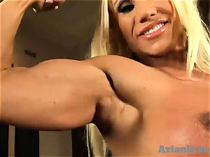 Buff light-haired stuffs thick glass dildo in her muff