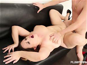 Jazlyn Summers gets her moist snatch beaten