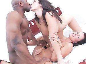 Jayden Jaymes shares a gigantic black dick with Lisa Ann