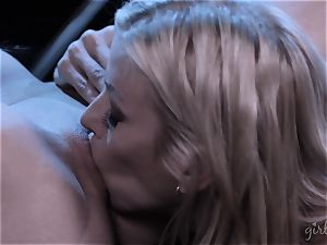 Alexis Fawx and Serena Blair munching cooch