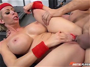 steaming mummy Alexis Fawx gargling pecker at the gym