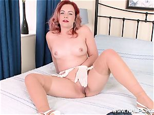 Retro stunner unwraps off her white underpants for vulva play