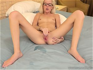 Halle Von and Her Cuck spouse Take Turns fellating shaft