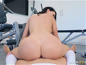 Brooke Beretta gets a bootie workout