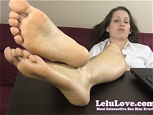 secretary teases and teases you with her naked feet