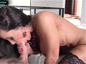 Lisa Ann has no problem getting her ass-hole boinked