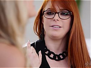 Penny Pax tonguing out 2 vags at once